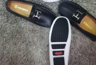 Vente des marchandises Chaussure sac à main vêtements