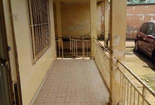 Villa spacieuse, titrée de 12 pièces bâtie sur une superficie de 500m2, à vendre au quartier MIMBOMAN