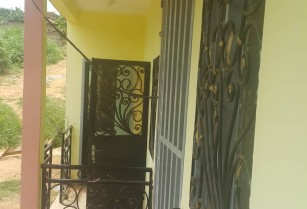 Studio neuf avec placards ,à louer à Nkoabang