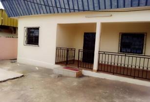 Grand appartement individuel, à louer à Kondengui,