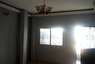 Beau Studio moderne à l'étage , à louer à Ngousso