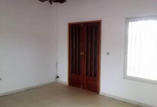 Appartement moderne propre et chic à l'étage à louer au quartier essos avec un accès facile
