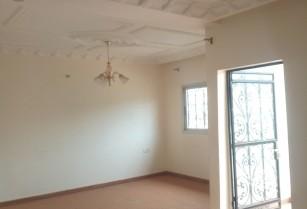Appartement classe, neuf avec eau chaude, a l'étage, a louer a la Cité verte