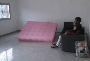 Appartement avec gardien a Obobogo. 2 chambres 2 douches