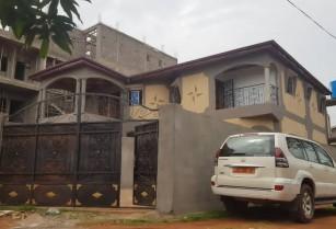 Appartement neuf a Nkoabang avec eau chaude et parking. 2 chambres 1douche…… 80 0000x 6+2 Frais de suivi client: 10 000 FCFA valable jusqu'à val