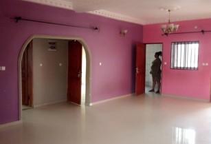 Appartement avec eau chaude et gardien a Kondengui.2chambres 2douches.